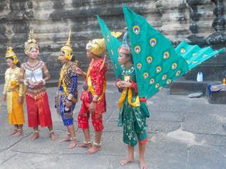 Danseurs ruine Angkor.jpg