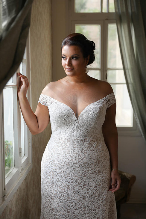 Plus-size-wedding-gown_Evelyn-without-sl