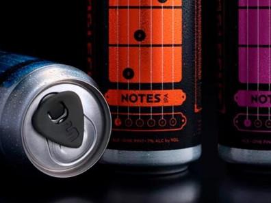 Пиво с аккордами: американская пивоварня выпустила пиво Notes IPA, обучающее игре на гитаре.