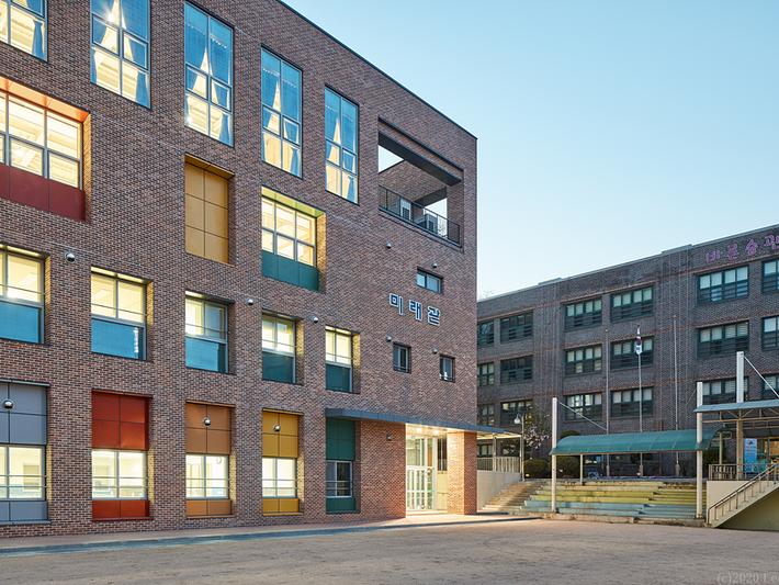 NAM-MYEONG ELEMENTARY SCHOOL AUDITORIUM