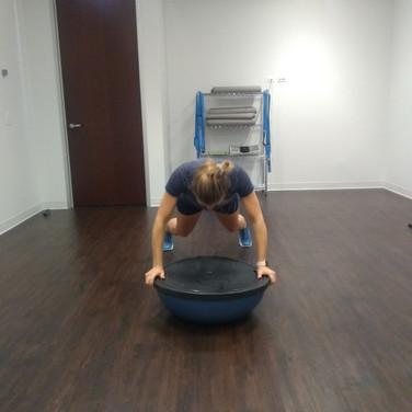 Audi testing form and balance for push-ups