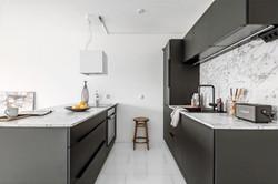 Remontoitu keittiö