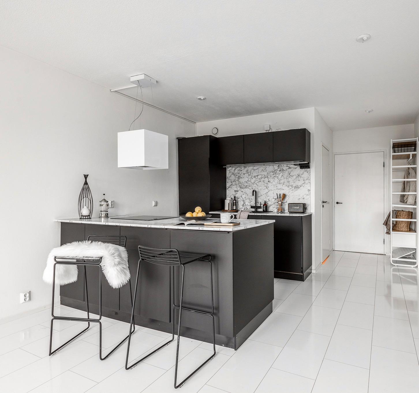 Moderniksi remontoitu keittiö