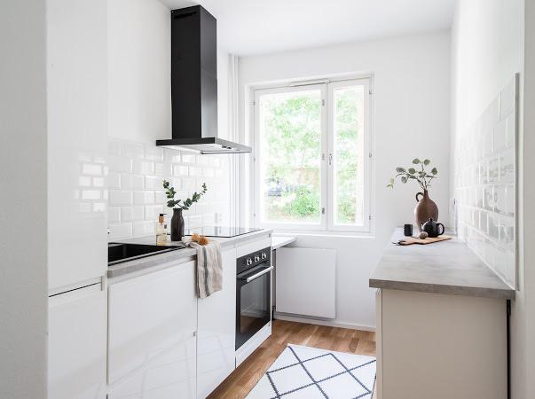 Vaalea pieni keittiö