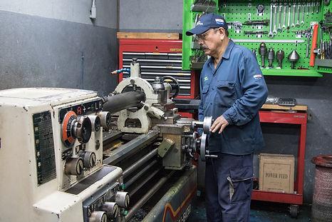 Torno convencional para fabricacin de piezas