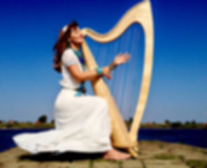 Harfe spielen