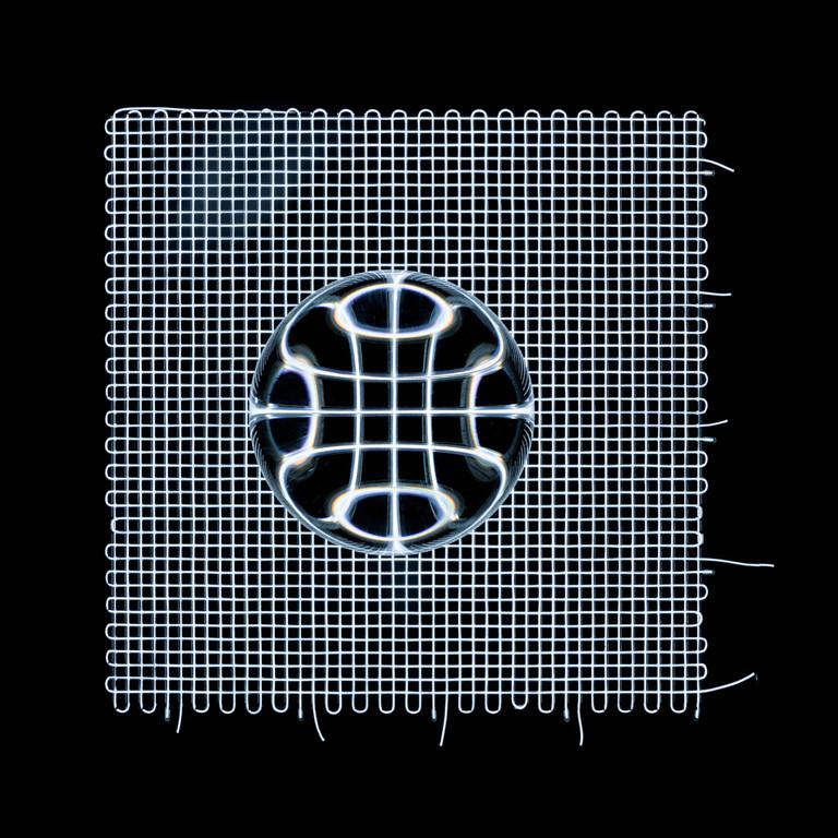 Die Beziehung von Absolutheit und Relativität: Die Gravitation