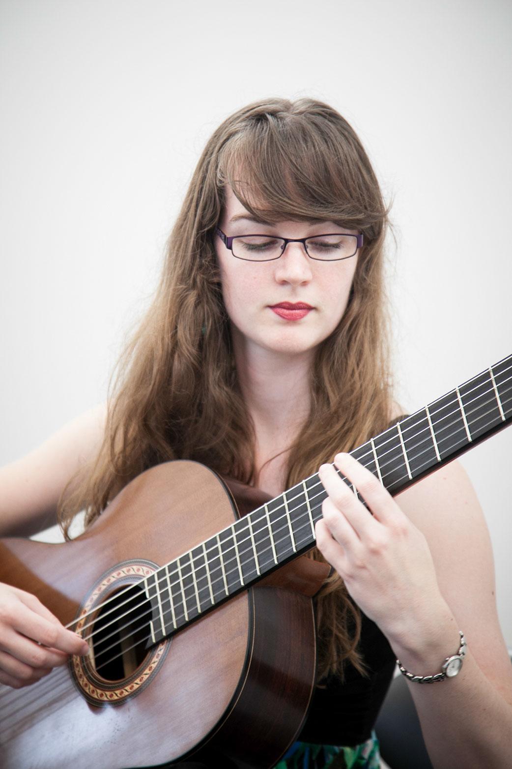 Naomi Cooper guitarist