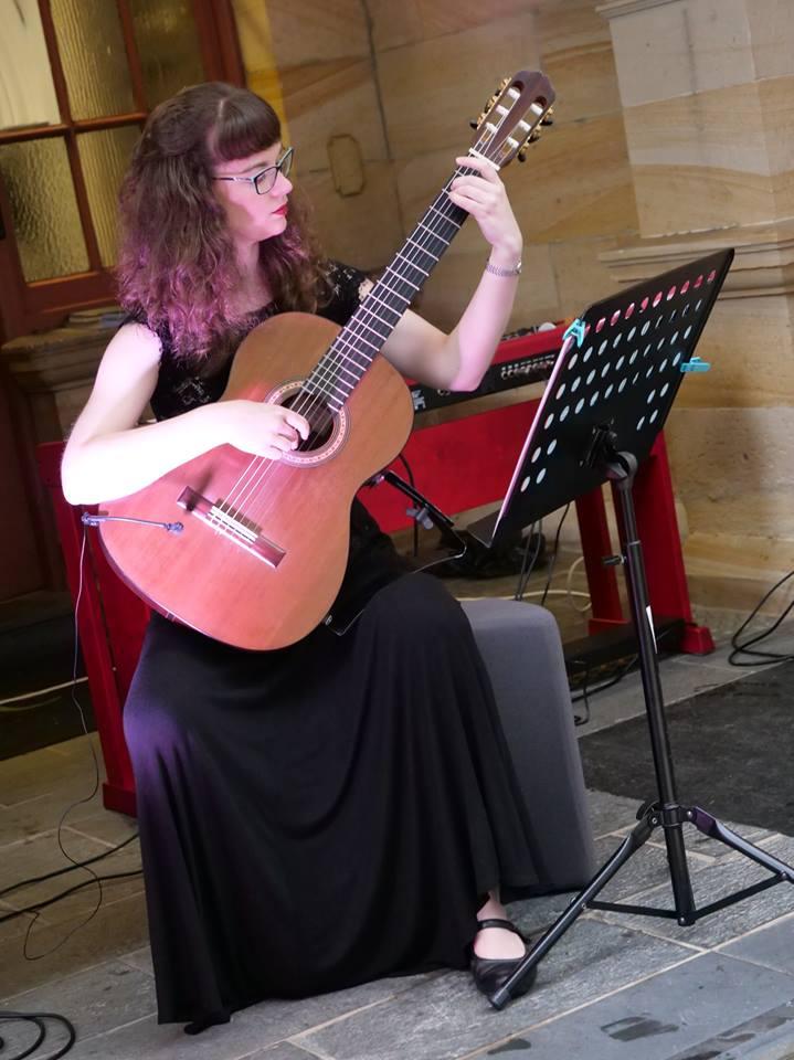 Naomi Cooper classical guitarist