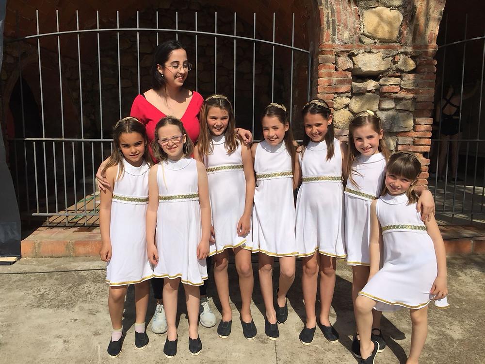 El grup de ROMA de 3r i 4t de Primària de l'Escola Montseny van realitzar un dels balls que faran el dia del festival.