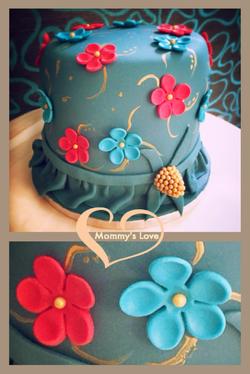 Flower Bonnet with Gold Brooch
