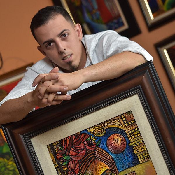Raul R Hernandez