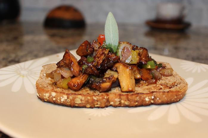 Pan fried chanterelles on toast 002.JPG