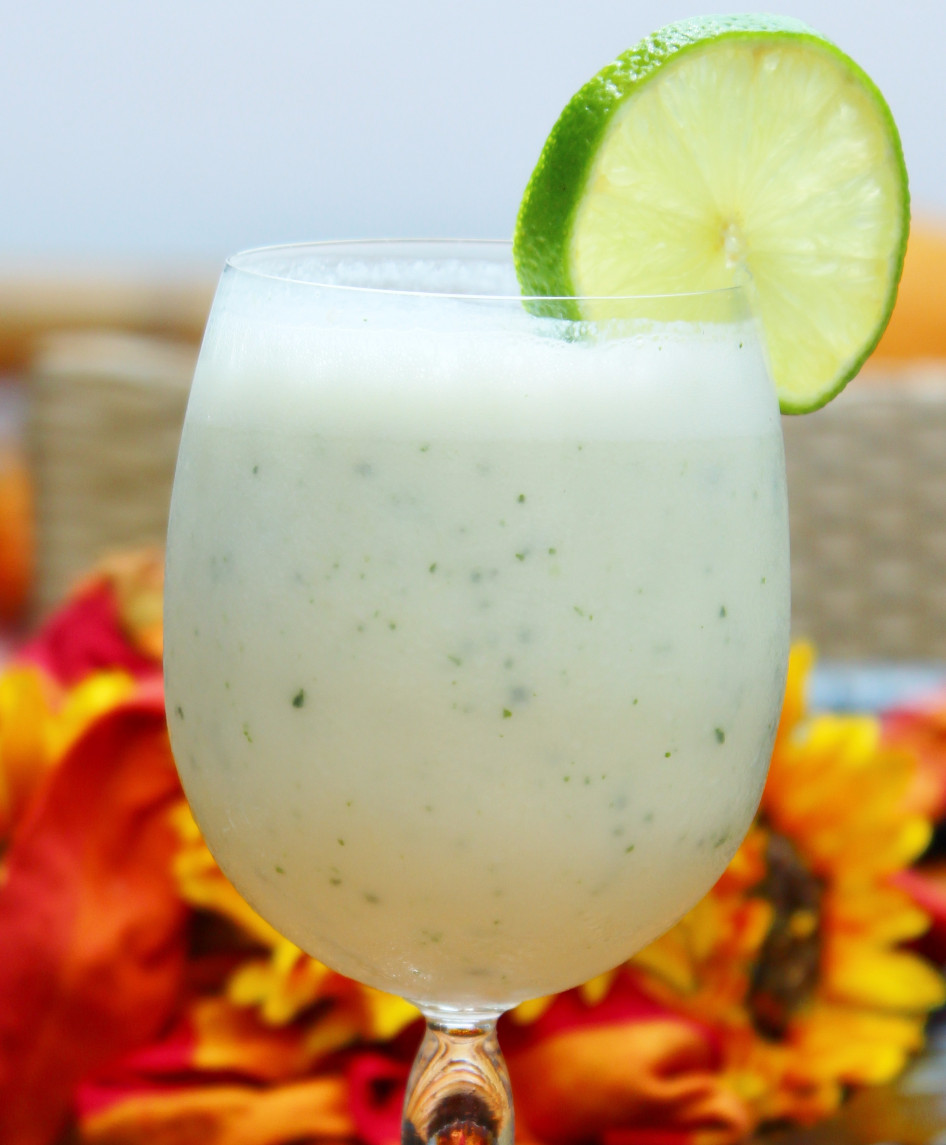 Pineapple and mint smoothie 2_edited.JPG