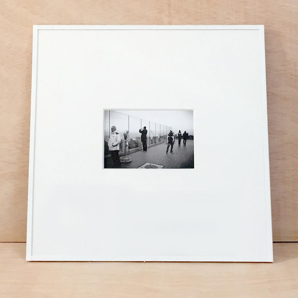 ejemplo de enmarcación en papel con cristal y paspartout de museo de 3mm