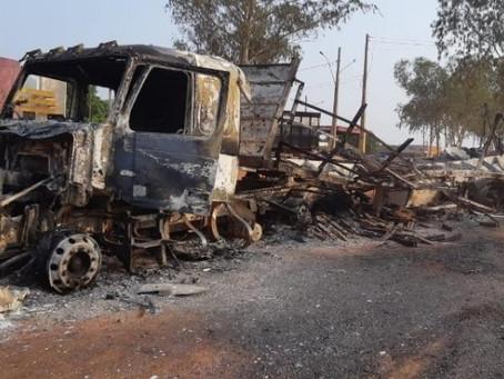 """""""Carreteiro Fantasma"""": motorista percorre 17 km com caminhão em chamas em MT"""