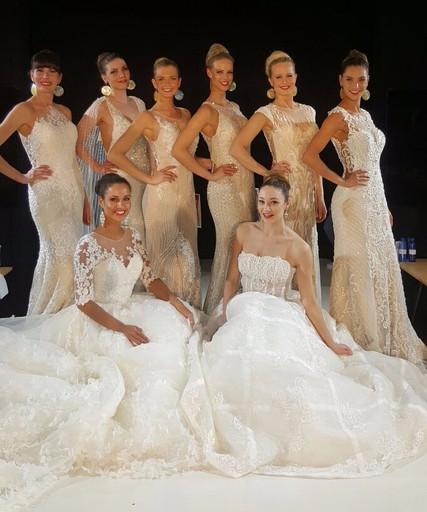 Modeshows Parijs voor The Sposa Group  Jurken op de foto van Demetrios Visage Modeshowproducties