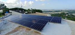 Paneles Solares en Techo Residencial