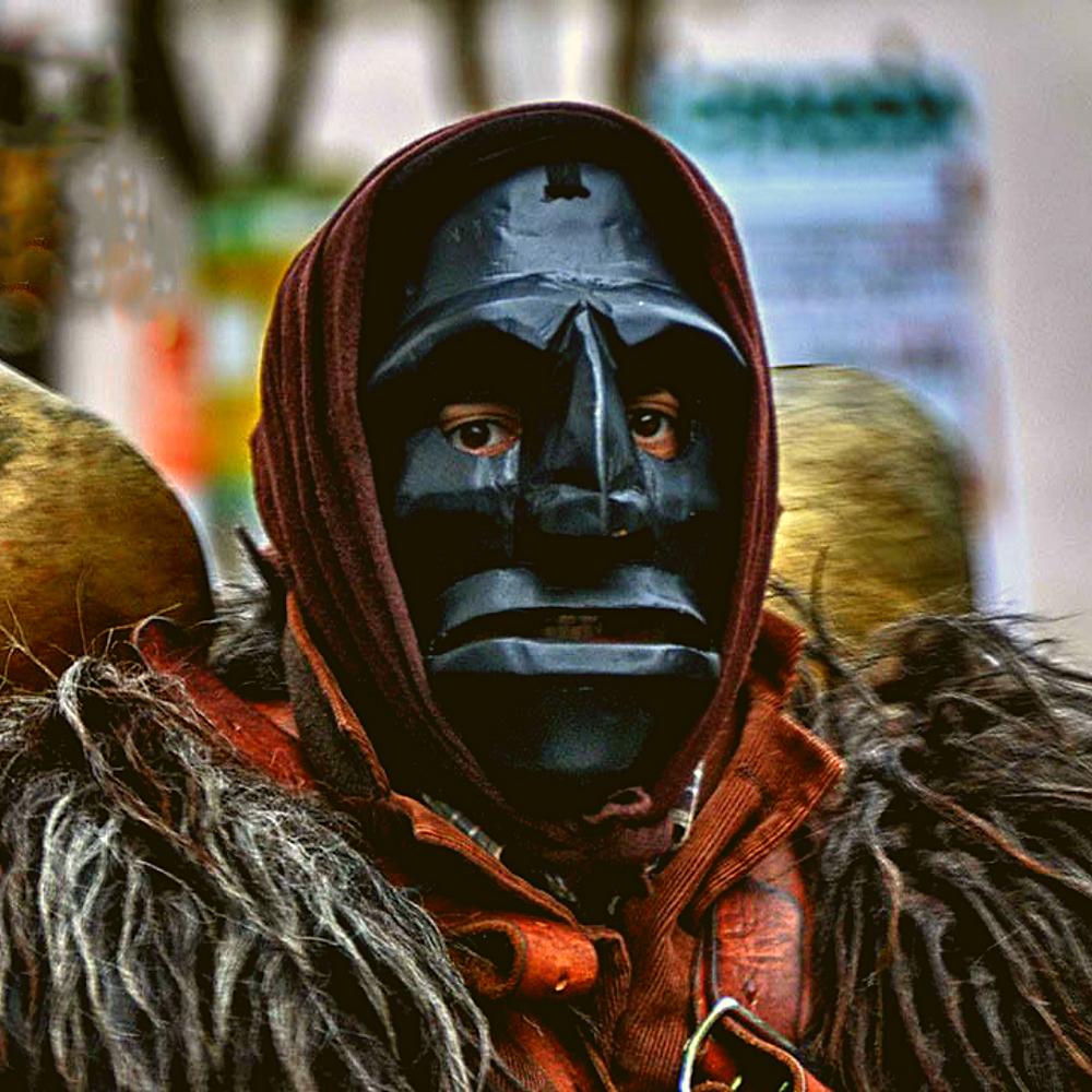Così anche nel Carnevale Sardo, nel quale indossare una maschera significa addirittura trasformarsi nella divinità.