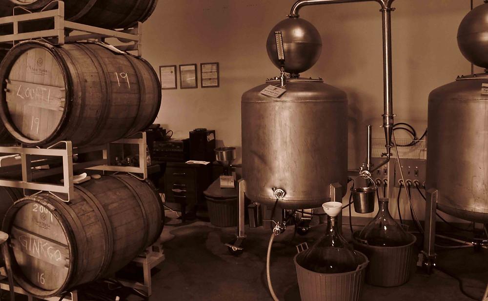 il whiskey americano discende direttamente dalle tradizioni scozzesi e irlandesi,