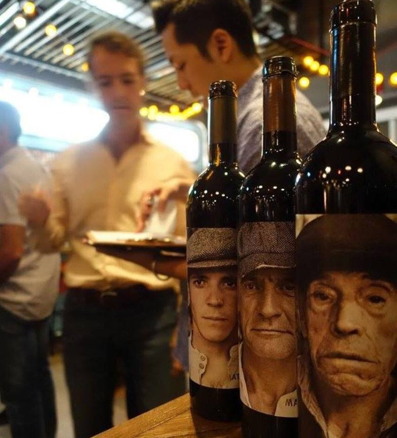 Bodega Matsu  ogni vino un rappresentante della famiglia delle ultime tre generazioni, dal più giovane al più vecchio.