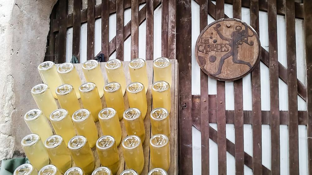 I vini prodotti seguendo il metodo ancestrale vengono poi quasi sempre imbottigliati sur lie