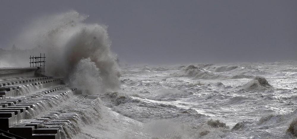 La Scozia è un paese affascinante con un clima imprevedibile, caratterizzata nell'immaginario comune dalle coste rocciose spazzate del vento e dalle piogge