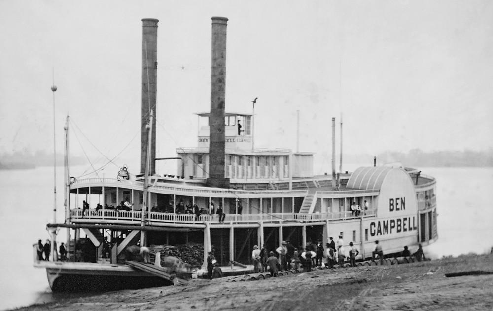I barili con il distillato che venivano imbarcati sui battelli a vapore che avrebbero attraversato il Mississippi e l'Ohio venivano marchiati con la scritta Bourbon
