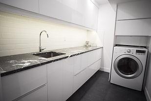 1.0 - 09 - Laundry - Ucraina Grey Honed