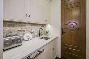 05-Kitchen pantry, White Mustang Quartzi
