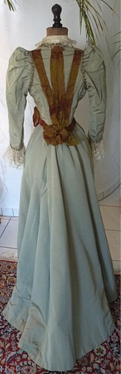 Antique Gown's Auction – (ca. 1890s)