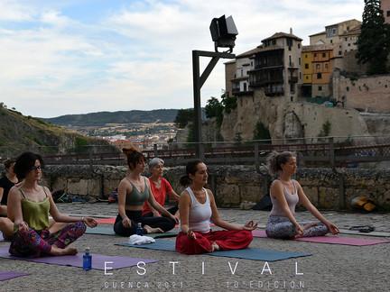 Estival Cuenca vuelve a disfrutar del yoga en un espacio único
