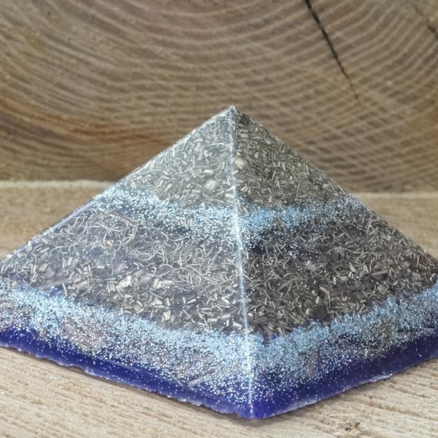 orgonit piramida, plava.JPG