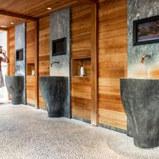 wandelgang-mit-mineralwasserbrunnen-im-b