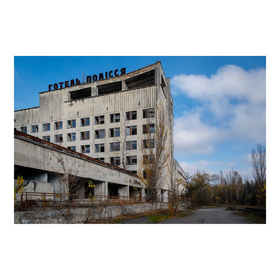 L'Hôtel Polissya est l'un des plus hauts bâtiments de Pripyat, construit au milieu des années 70. Il accueillait les officiels en visite dans la région, et plus particulièrement ceux venant voir la centrale de Chernobyl, une des fleurons de l'industrie nucléaire soviétique.
