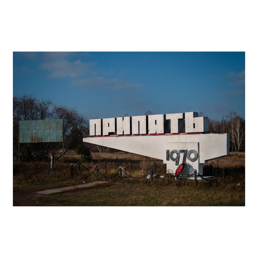 Sur la route de Pripyat. Fondée en 1970 pour accueillir les employés de la centrale voisine, cette ville nouvelle était un fleuron de l'Union soviétique.