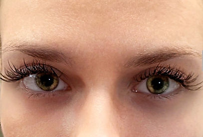 Tacoma eyelash extension client with lash extensions