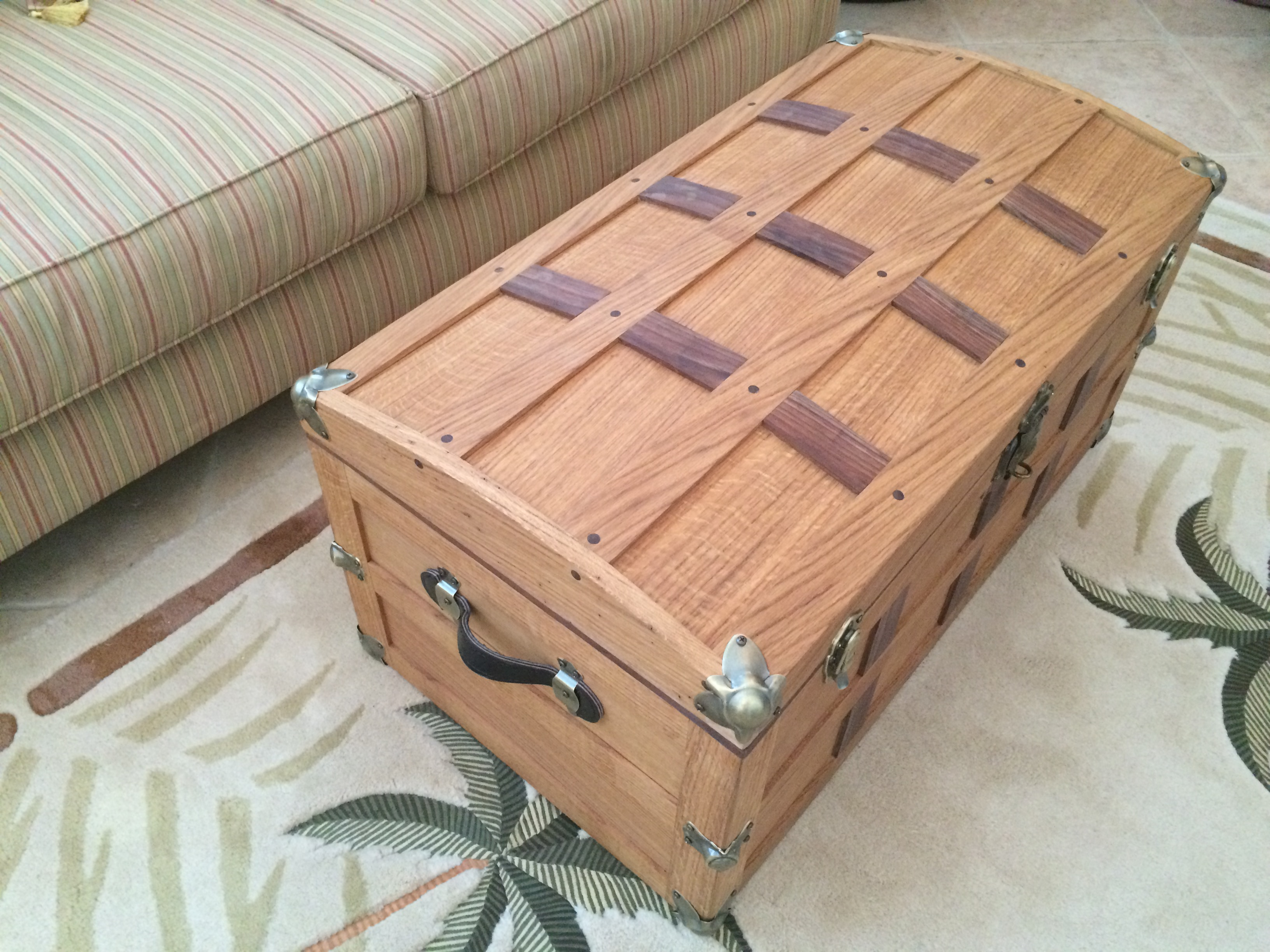Traveling chest