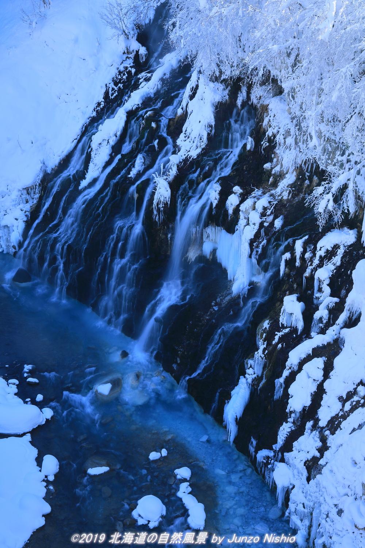 厳冬の白髭の滝