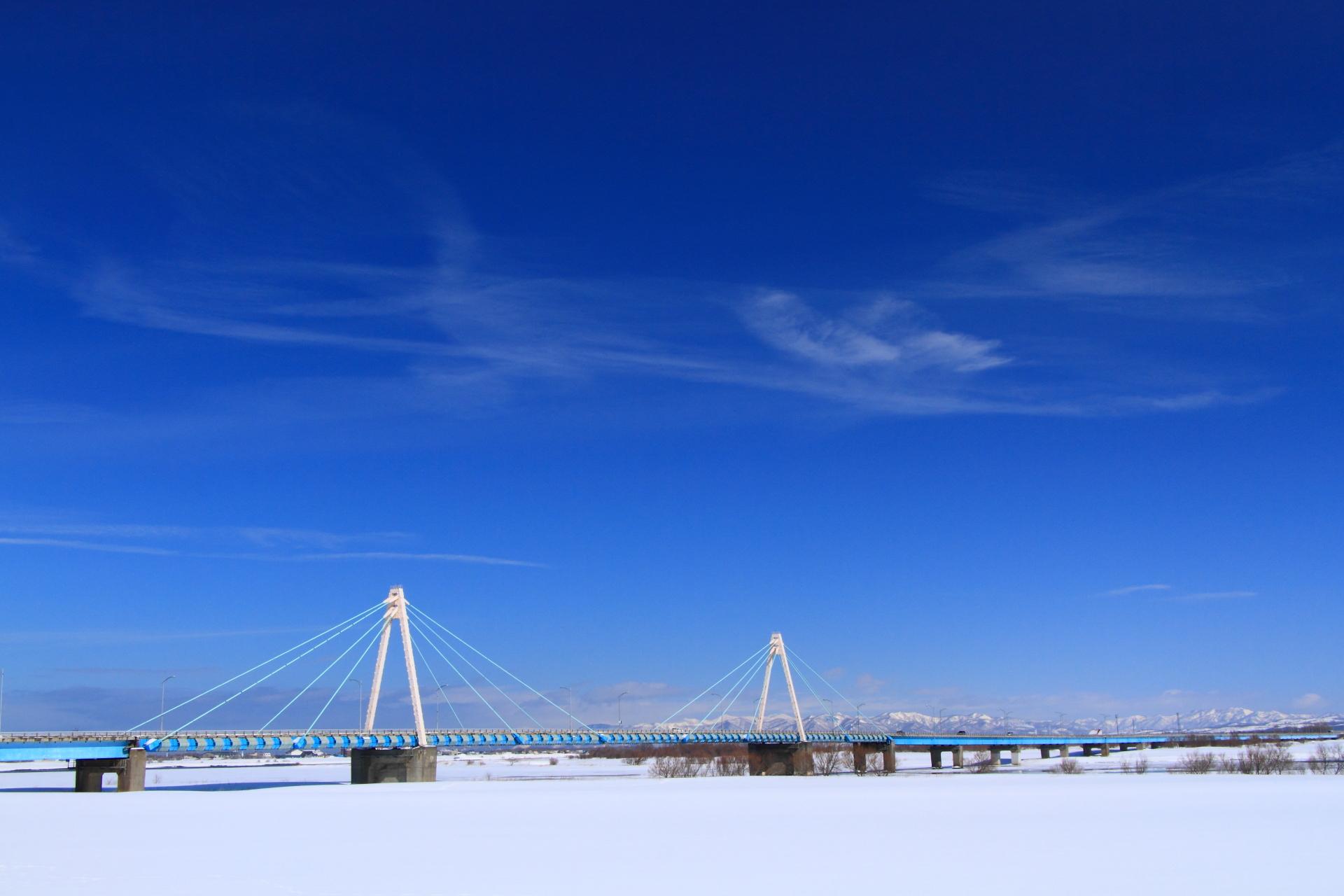 石狩川河口橋と雲_石狩市
