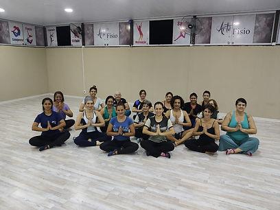 Yoga todos alunos.jpeg