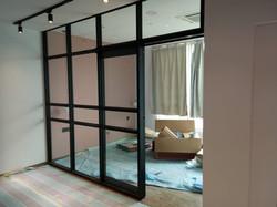 Studio Unit Glass Divider