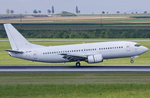 Boeing_737_300_Taking_Off.jpeg