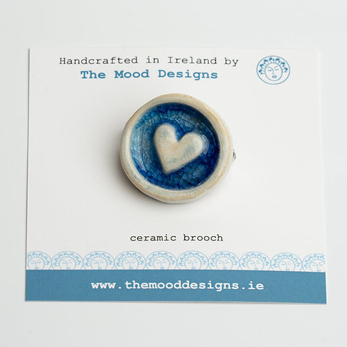 Round brooch with Heart