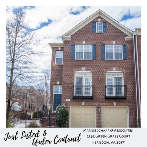 2392 Green Grass Herndon End Unit Townhouse in sought after Great Oak community!
