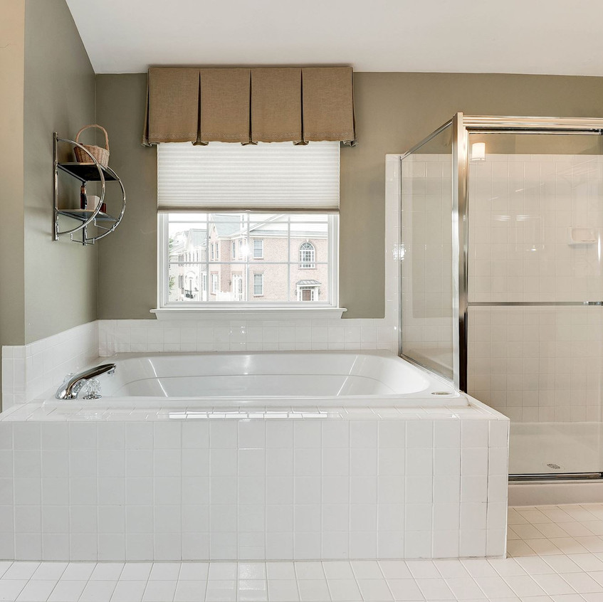 Master Bathroom Soaking Tub & Shower