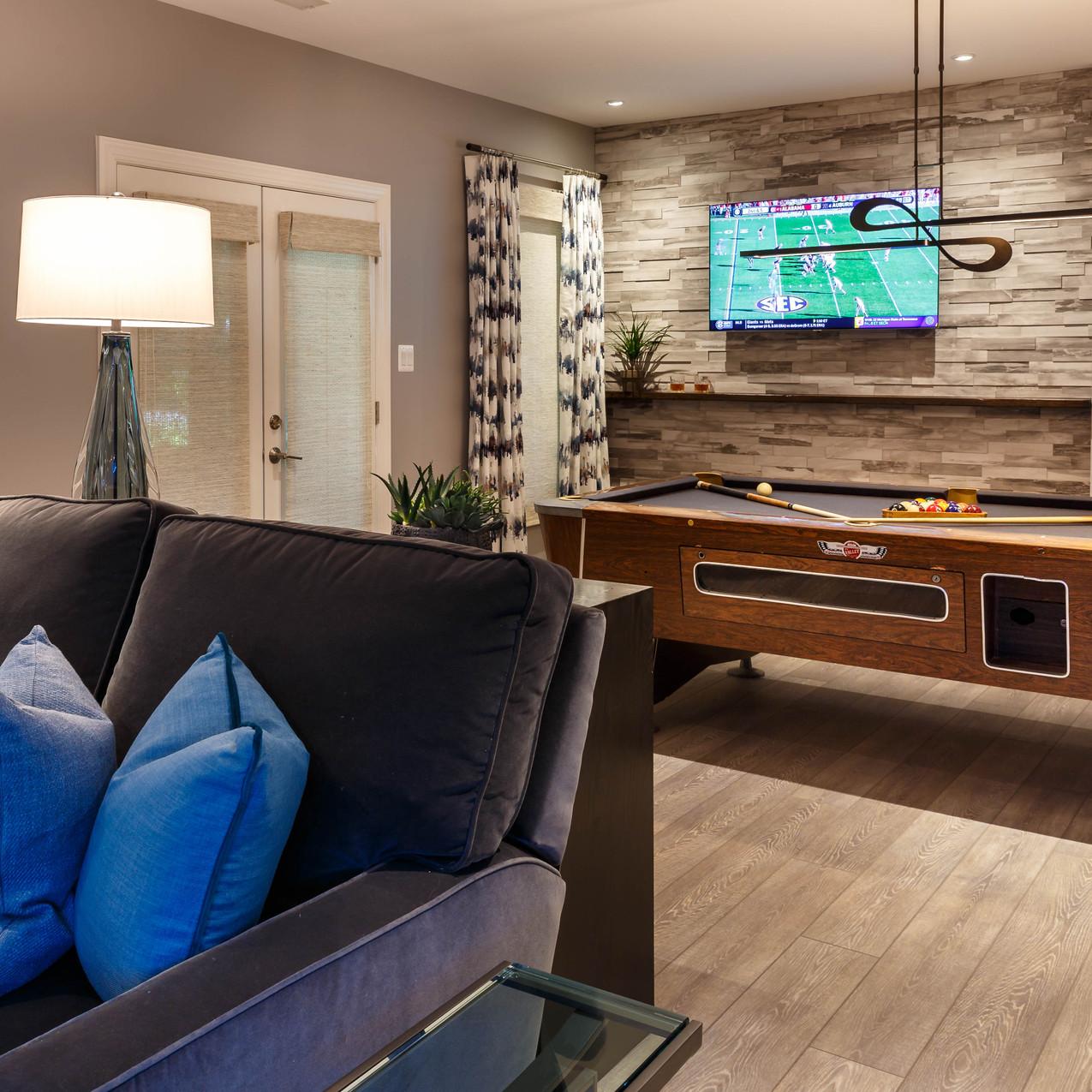 Levergood-seating-pool-tv