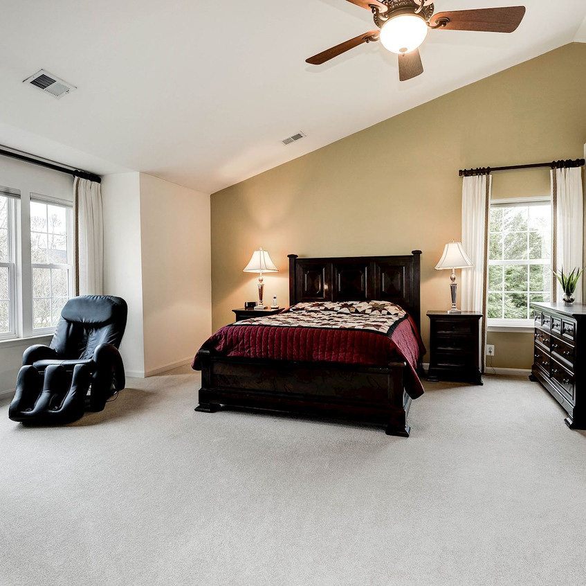 Master Bedroom w/Vaulted Ceiling