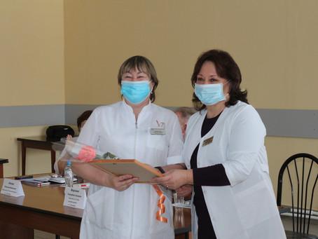 Вручили награды за оказание медпомощи пациентам с COVID-19