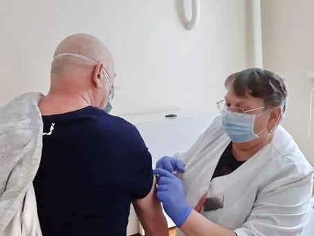 Жителей старше 65 лет будут приглашать на бесплатную вакцинацию от covid-19